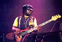Un conseil achat Jazz Bass Squier, SVP ROBBIE
